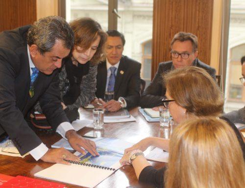 Le Président Fritch s'entretient avec la ministre chilienne des transports et des télécommunications
